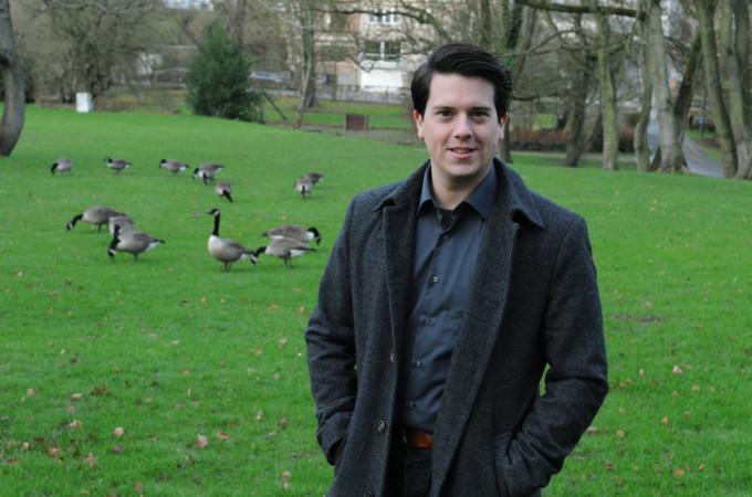 Joris met ganzen in het park